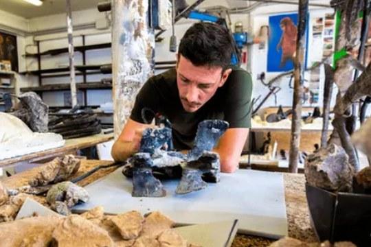 Il Cacciatore di Dinosauri: Missione Italia, la nuova avventura del paleontologo e National Geographic Explorer Federico Fanti
